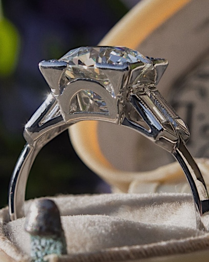 How to Know If a Diamond Ring Is Real or Fake?